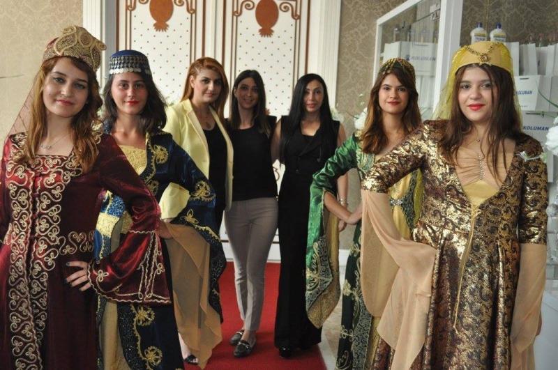 Koluman,Mersin'de müşterileriyle iftarda buluştu galerisi resim 5