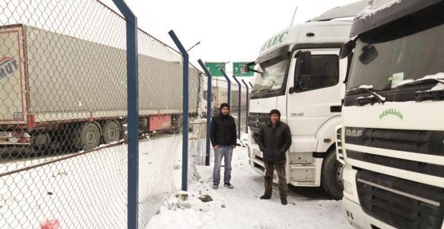 Hurma TIR'ları İran'da rehin