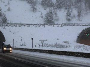 Karlı yollarda bunlara mutlaka dikkat edin!