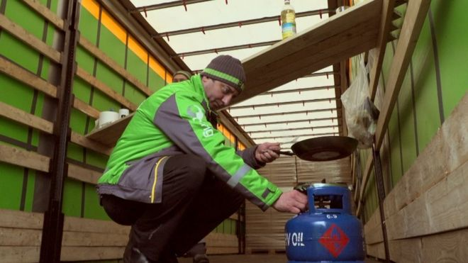 IKEA'nın dağıtım şoförleri aylarca araçlarında yatıyormuş
