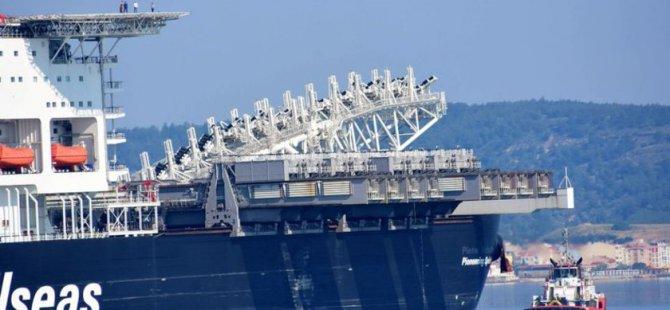 Dev gemi Çanakkale Boğazından geçti