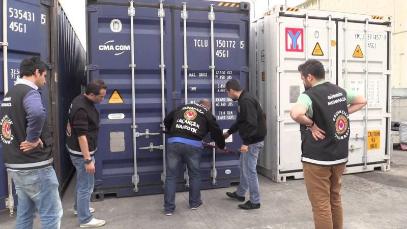 Ambarlı Limanı'nda 1,2 milyon paket kaçak sigara