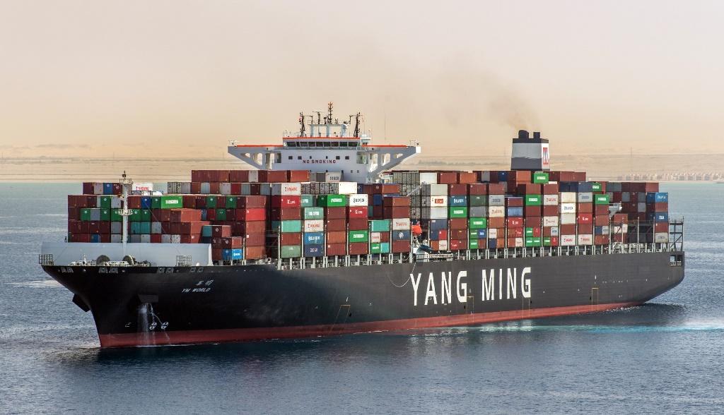 Mersin Limanı'na ilk mega gemi geldi
