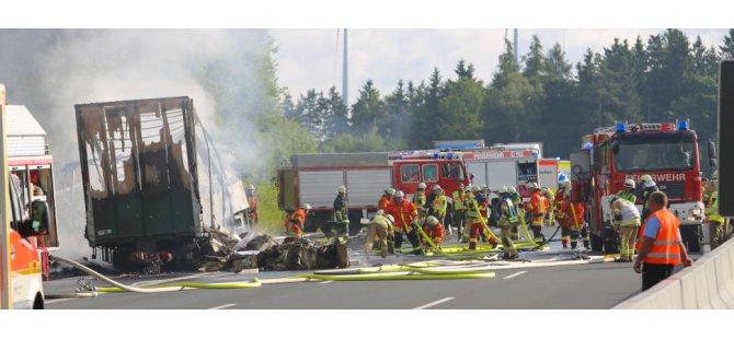 Kaza sonrası yanan otobüste 17 kişi öldü