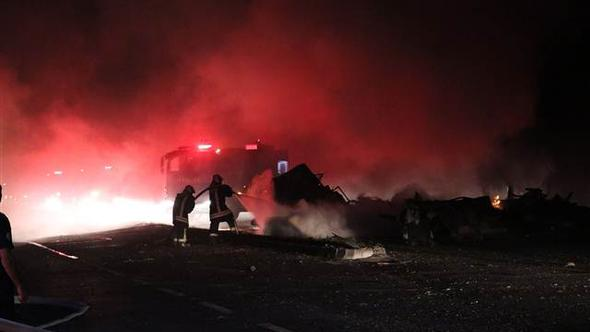Denizli'de korkunç kaza: TIR ve LPG tankeri çarpıştı