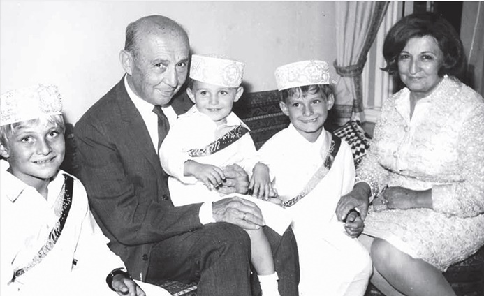 Sadberk ve Mustafa Koç ailesiyle denizde buluşuyor
