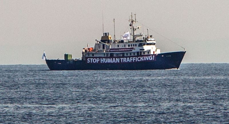 """""""Irkçı gemi"""" C -Star Akdeniz'de mahsur kaldı"""