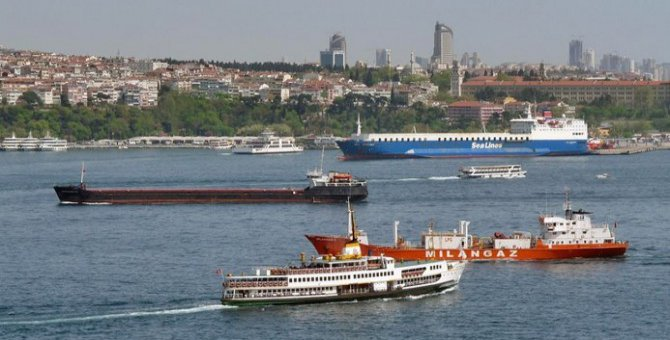 İstanbul Boğazı'nda 297 gemi geçiş için bekliyor