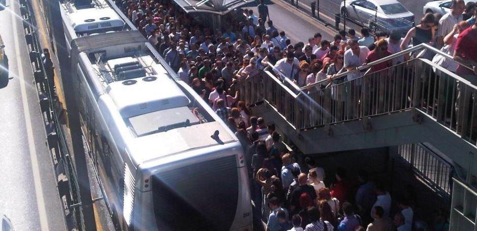 """İBB'nin """"daha az otobüs"""" fikri vatandaşı vurdu"""