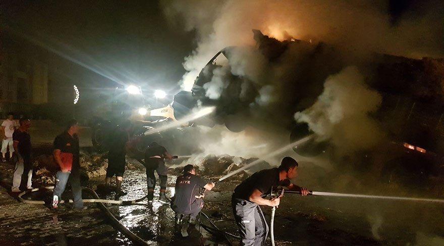 Saman yüklü iki kamyon alev alev yandı
