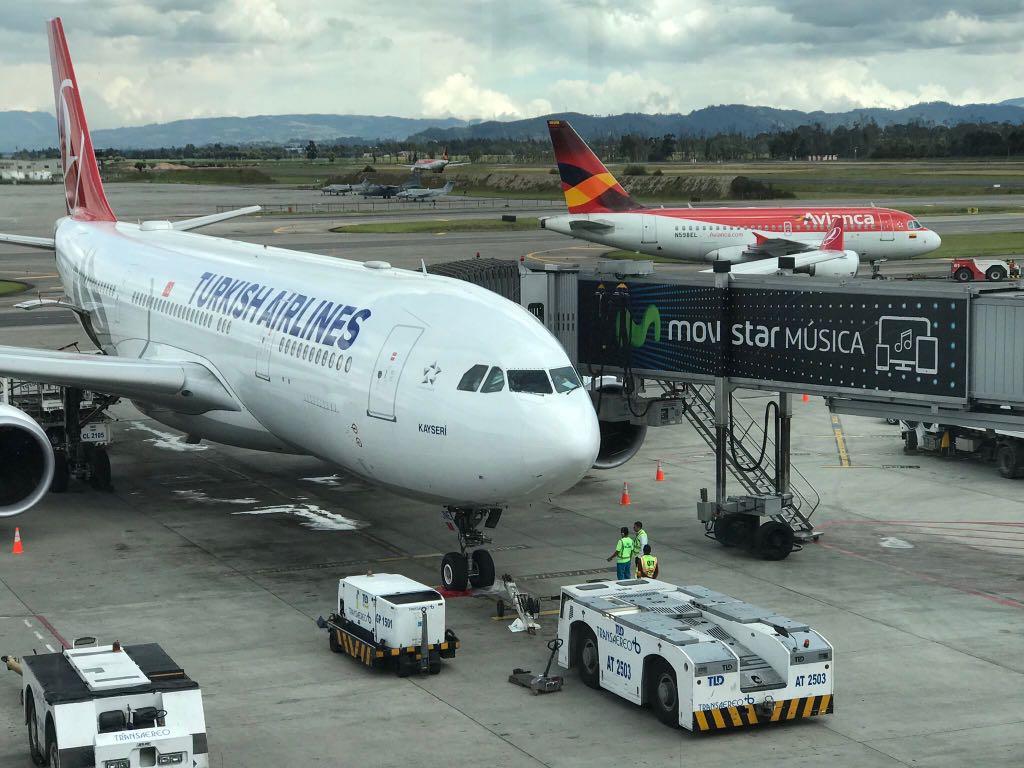 THY yolcularına Kolombiya'da Papa ve arıza işkencesi