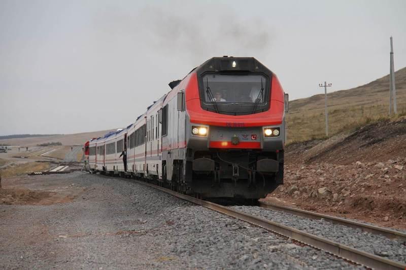 Bakü-Tiflis'in ilk tren yolcuları Kars'ta