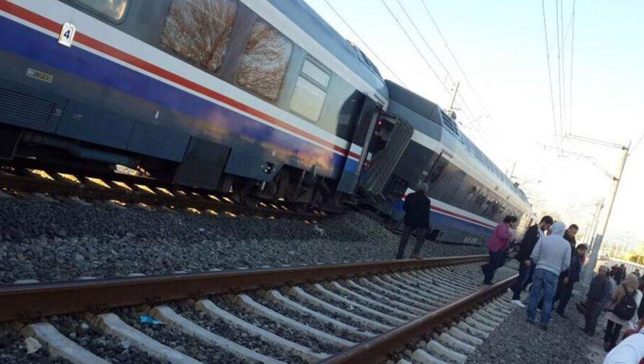 Denizli-İzmir yolcu treni Sarayköy'de raydan çıktı