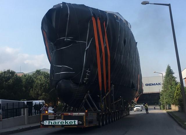 220 tonluk yat başarılı bir şekilde taşındı