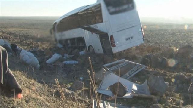 Yolcu otobüsü şarampole yuvarlandı: Şoför uyumuş