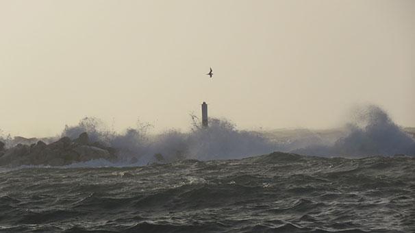 Seferler iptal, Çanakkale gemi geçişlerine kapandı