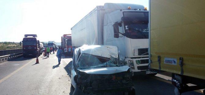 Cenazeye giden otobüs devrildi,Hasta taşıyan ambulans TIRla çarpıştı