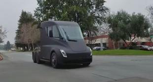 Tesla'nın Semi'si boy göstermeye başladı
