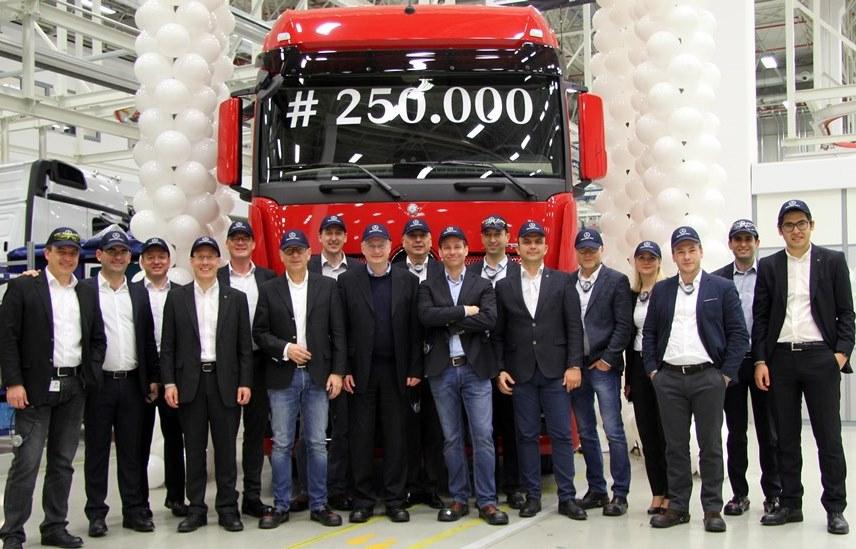 250.000'inci Mercedes kamyon da banttan indi