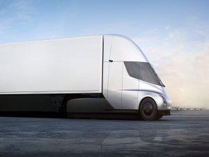Tesla Semi tonlarca yükü tüy gibi taşıyor