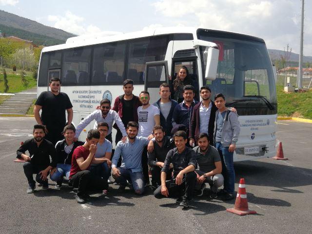 Okullu otobüs kaptanları 8. mezunlarını veriyor
