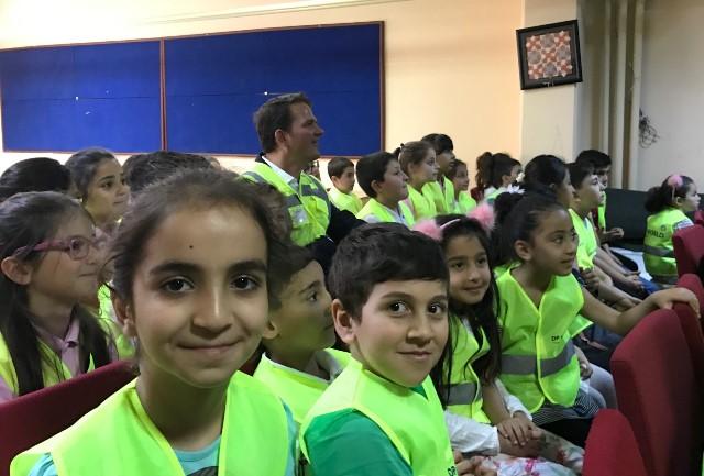 DP World Yarımca'dan çocuklara özel yelekler