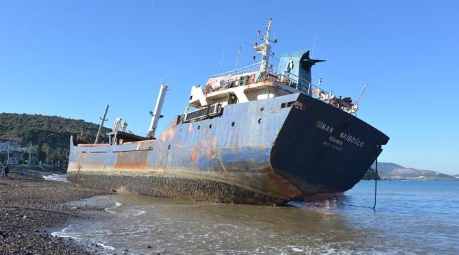 Karaya oturan gemiyi UZMAR yeniden yüzdürdü