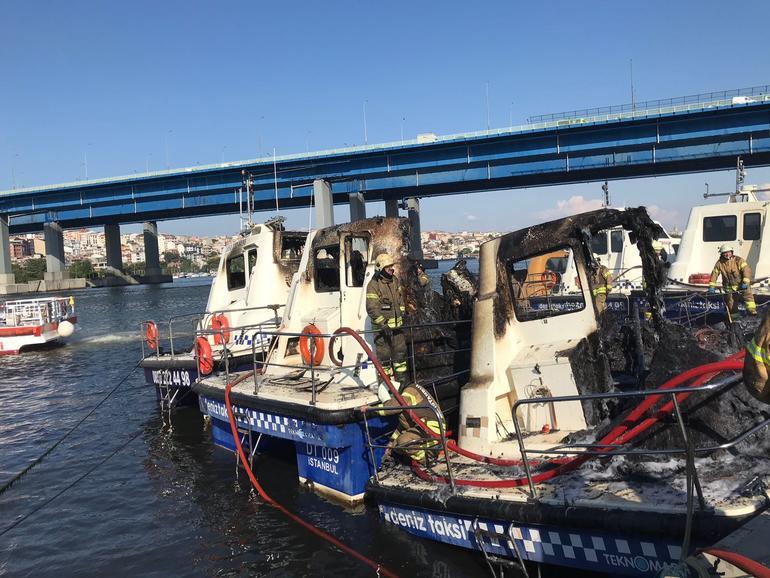 Haliç'te 3 deniz taksi küle döndü