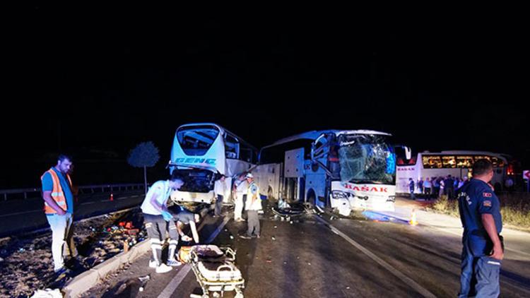 Çorum'da iki yolcu otobüsü çarpıştı