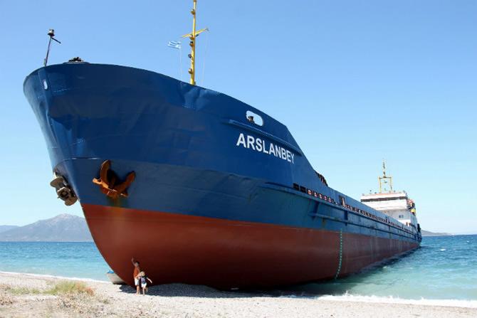 M/V ARSLANBEY, Yunanistan'da karaya oturdu