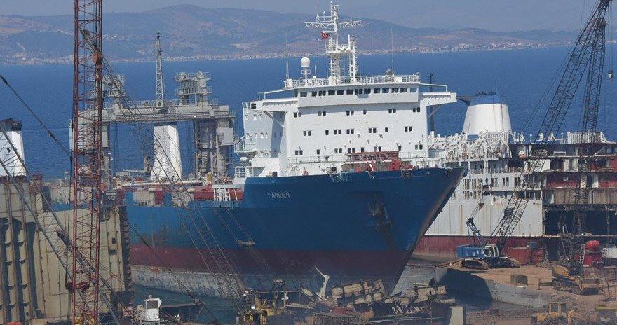 El konulan skandal gemi söküme gidiyor