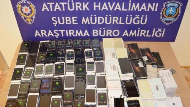 AHL kargo müdürlüğünde 13 bin cep telefonu ele geçirildi