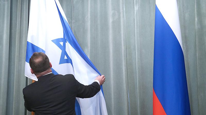 Rusya İsrail'in hava-deniz trafiğini kitledi
