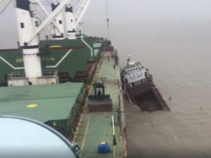 M/V DENSA TIGER gemisi Bangladeş'te çatıştı