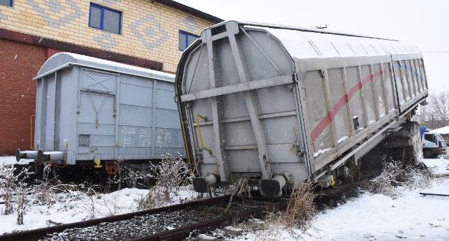 Kars'ta yük treninin vagonu raydan çıktı