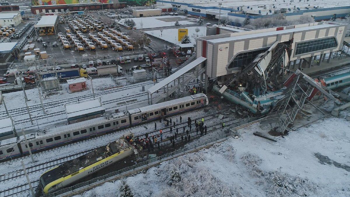 YHT ile kılavuz tren çarpıştı: Çok sayıda ölü ve yaralı var