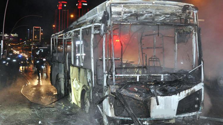 Hareket halindeki halk otobüs alev alev yandı