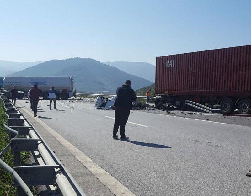 TIR ve yakıt tankeri çarpıştı: Araçlar pert