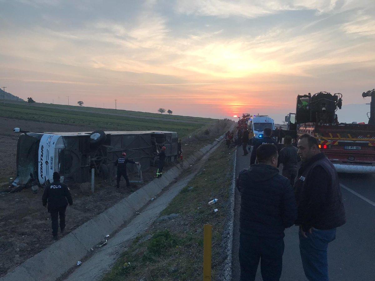 Denizli'de yolcu otobüsü kazası:Ölü ve yaralılar var