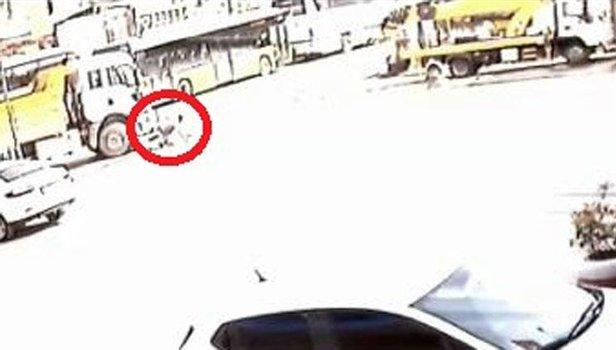 TIR sürücüsü kamyonun altında feci şekilde ezildi