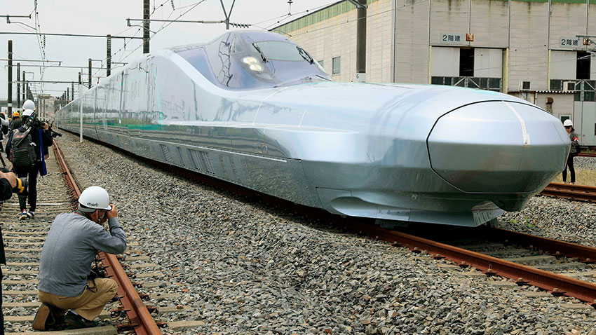 Japonya dünyanın en hızlı sürat trenini tanıttı
