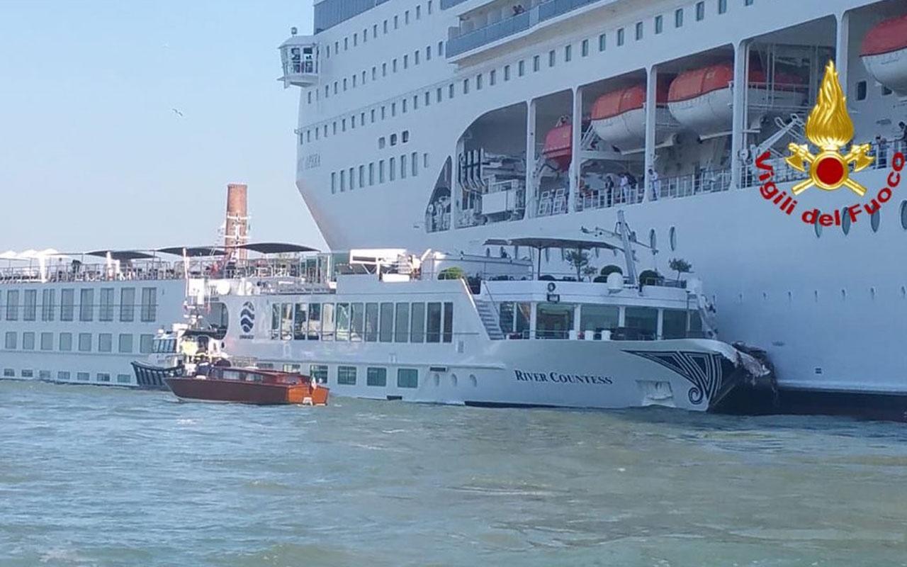 Dev cruise limana daldı, yolcu gemisine çarptı