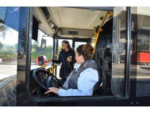 İzmir Belediyesi 100 kadın otobüs şoförü alacak
