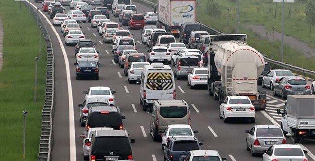 TEM Otoyolu'nda trafik durma noktasına geldi