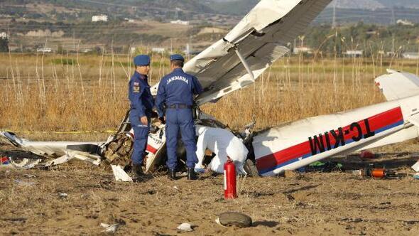 Eğitim uçağı düştü! Ölü ve yaralılar var!