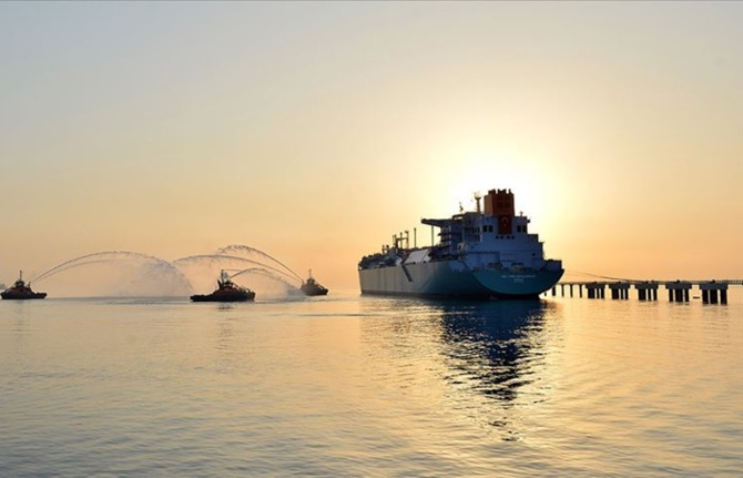 Yüzer doğal gaz terminali İzmir'e demirleyecek