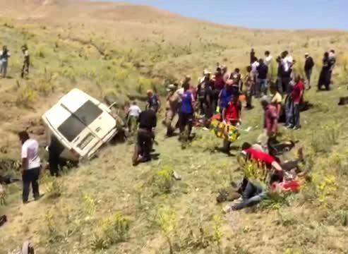 Van'da minibüs takla attı: 15 ölü 27 yaralı