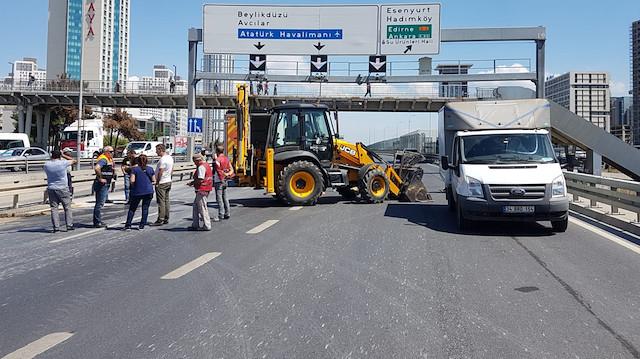 İstanbul'da D-100 karayolunda çökme