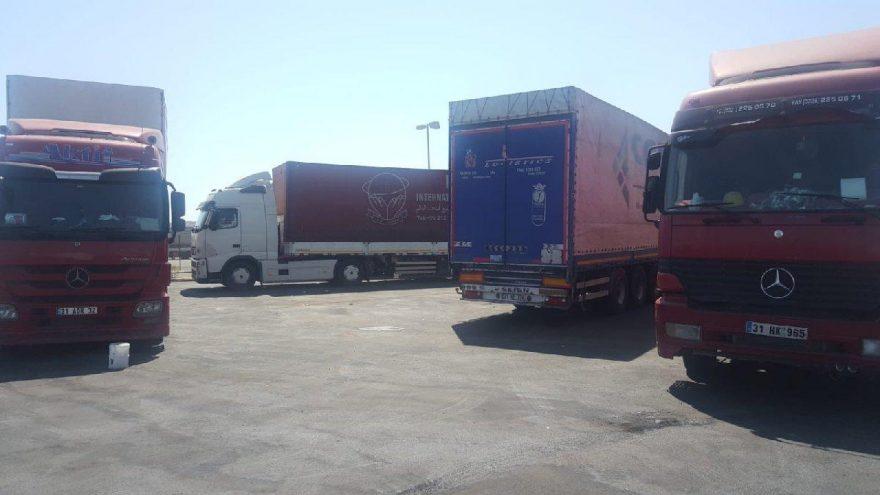 85 Türk TIR'ı günlerdir limanda bekletiliyor