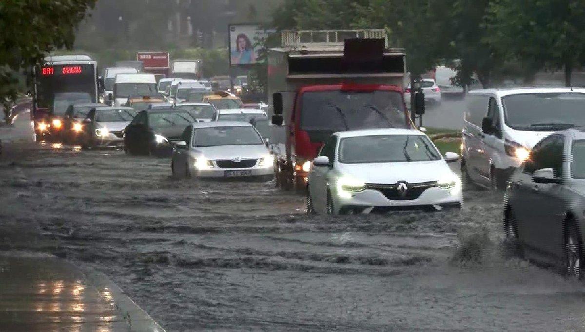 İstanbul felç:Toplu taşıma durdu, trafik kilit